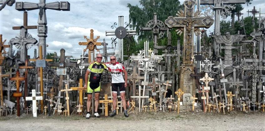 Leidenschaftliche Radfahrer erfüllen Gelübde